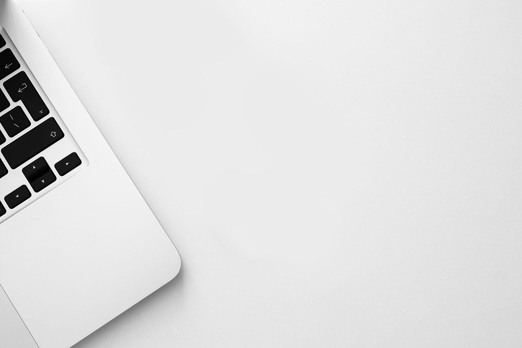 Bild von einem Laptop, stellvertretend für Webanwendungen